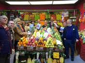 viveLibro celebró #DiadeLaslibrerias entre frutas, carnes pescados