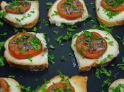Tostas calientes mozzarella tomate