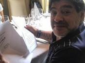 Diego Armando Maradona recibe carta Fidel Castro mientras graba programa Televisivo Habana