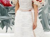 Flores, tules larga cola propuesta novia Chanel para Semana Moda Alta Costura París