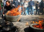 Habitantes Gaza atacan edificio
