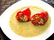 Pimientos piquillo rellenos ensalada lentejas sobre salsa cebolla dulce