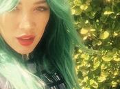 Hilary Duff tiñe pelo verde