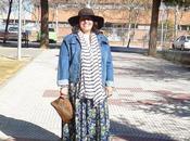Look maxi falda chaqueta vaquera.