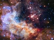 Fuegos artificiales para celebrar años Hubble