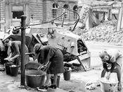 ESCENAS BERLÍN ÚLTIMOS DÍAS NAZISMO capital alemana sufrió asedio ataque durísimo caída final régimen nazi, aunque menor sufrido países éste había invadido. berlineses aguantaron como pudieron, e...