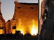 Naomi campbell casara templo luxor