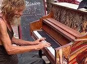 Video viral Homeless tocando piano manera extraordinaria