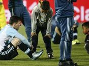 niños chilenos consuelan Lionel Messi