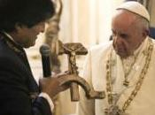 Morales regala papa símbolo comunista