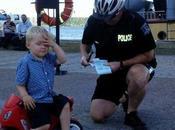 niño tres años multado aparcar moto juguete