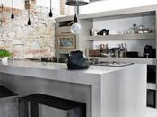 Hormigón, piedra blanco diseño interior esta vivienda Milán