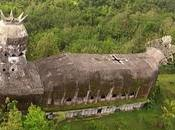 iglesia abandonada Indonesia forma pollo sido redescubierta