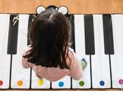 niños pequeños música