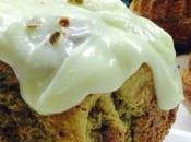 Bizcocho pistacho cubierto queso caramelo