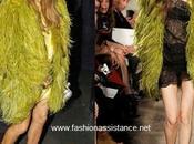 Fergie: Fabulosa llamativo abrigo plumas Pucci