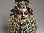 Bronze manija accesorio forma máscara. (Metropolitan Museum Art).