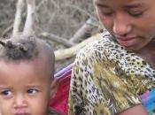 """mutilaron, pero quiero para hija"""" Fenet, Madre africana contra mutilación genital femenina."""