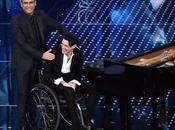 Ezio Bosso, pianista silla ruedas emociona todo mundo