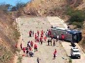 Casi tragedia: volcó micro Huracán Venezuela.