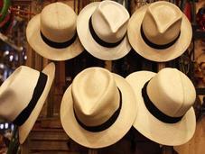 Galpon, cigarros sombreros Juan