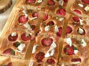 Focaccia fresas, queso cabra glaseado balsámico