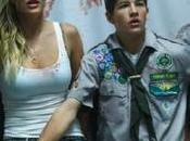 Zombie Camp (2015) tetas hormonas