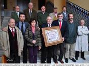 """critico taurino andrés dorado recibe manos rector premio """"tarik imperio"""""""