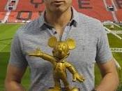 'Chicharito' recibió Micky Mouse