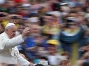 "papa Francisco viaja mañana Lesbos para denunciar expulsión refugiados, pero quieren ""campo concentración"" convertido."