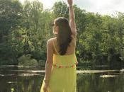 Vestido amarillo borlas
