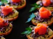 Bocados humus aguacate, salmón brotes alfalfa