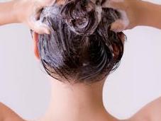 Lavar cabello diario bueno malo?