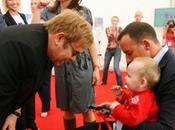 Elton John realiza concierto apoyo para AFER