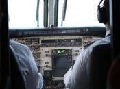 Avión Pique como actúa tripulación ante pasajeros.