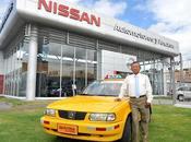 taxi Nissan cumplió años está como nuevo para con...