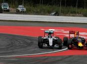 Rosberg muestra sorprendido penalización segundos