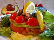 Tartar tomates, pepino aguacate sardinitas