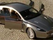 súper automóvil cuatro puertas Aston Martin Rapide