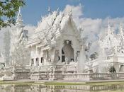 Templo budista decorado superhéroes Matrix