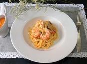 Espaguetis pesto gambón pimientos asados gambones champiñones