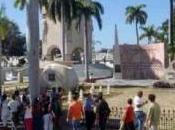Curiosidad patriotismo: largas filas Santiago Cuba para endemoniado sepulcro
