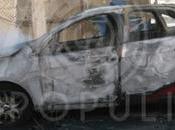 Video: Taxistas atacan pasajera, conductores Uber queman vehículo