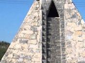 Granjero mexicano construye pirámide azteca alien instruyó
