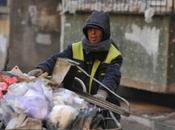 Limpiador calles donado 25,000 durante últimos años para poner niños pobres escuela