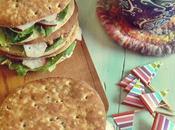 Sándwich queso azul, rúcula rabanitos