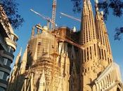Sagrada Familia ilumina para celebrar Semana Santa!
