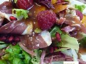 Ensalada confit pato vinagreta frambuesa