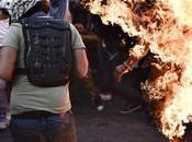 VIDEO: Prenden fuego supuesto joven chavista años