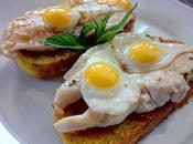 Canapés huevo codorniz Bruschetta pollo uova quaglia